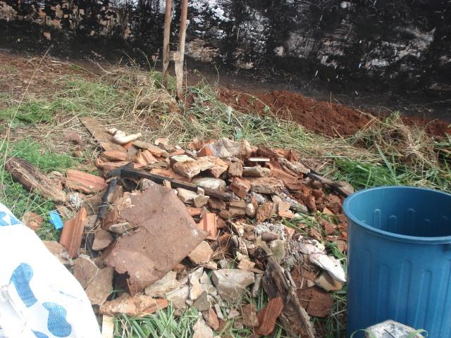 limpeza de um terreno urbano para posterior plantio